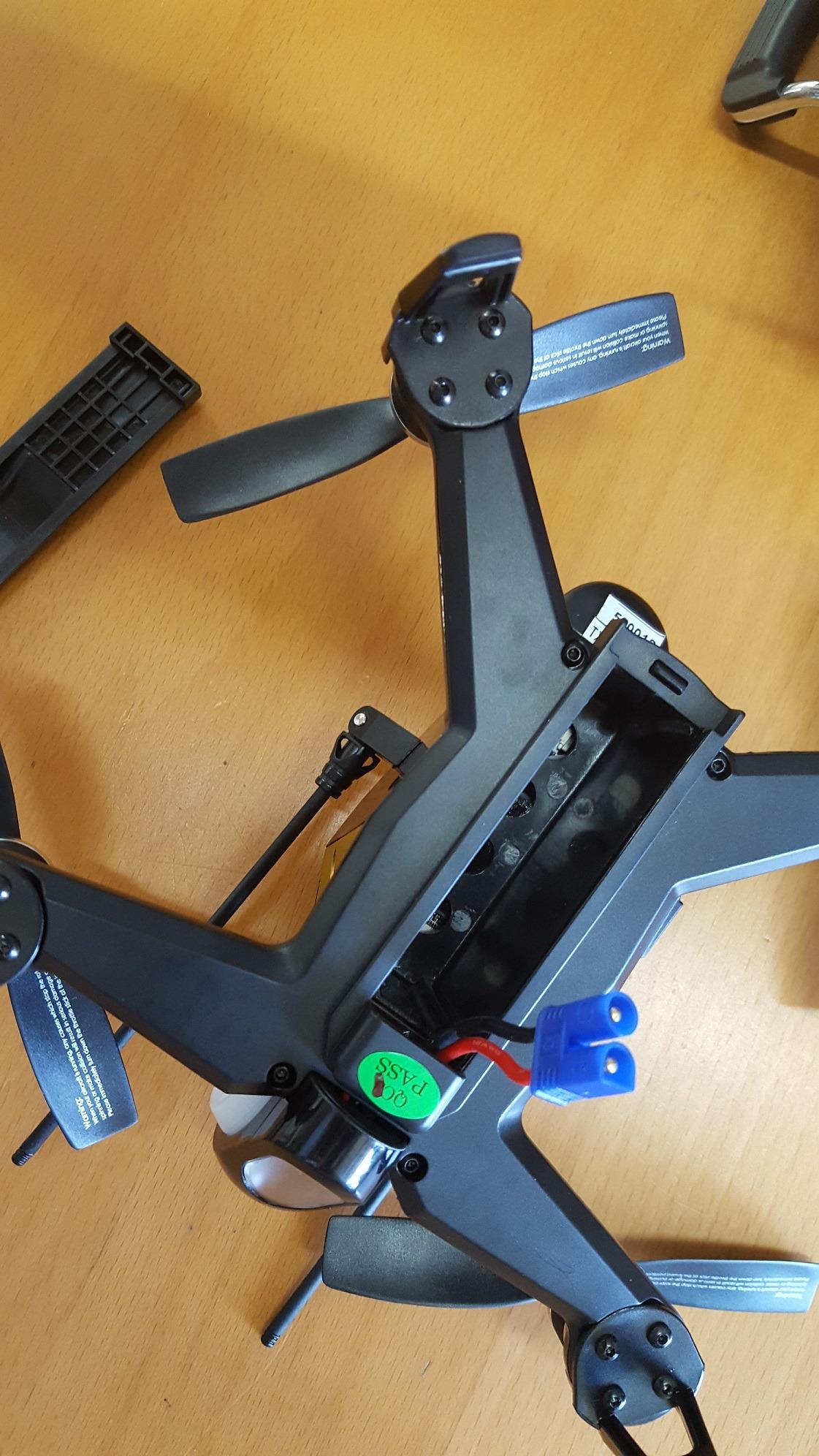 Miejsce na akumulator rc w dronie Rodeo F150
